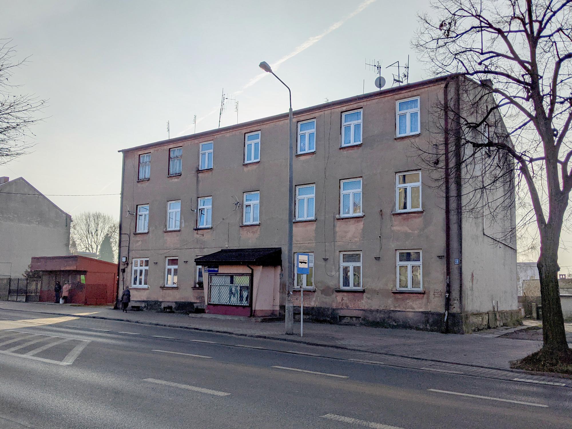 Na zdjęciu elewacja budynku Sieradzka 15.