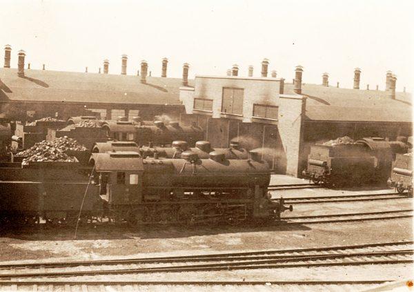 Historyczne zdjęcie parowozowni w Karsznicach